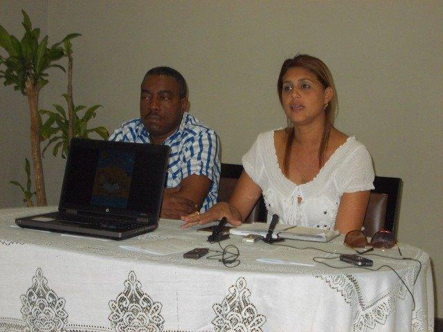 Rauclicer García Hierrezuelo, director Provincial de Cultura en Santiago de Cuba y Gretchen G Méndez Rivas, directora Del Centro Provincial del Libro y la Literatura.